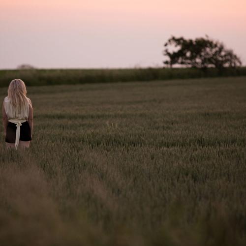#9 The Writer - Ellie G. [Mix/Chillstep] by FelipeLoo