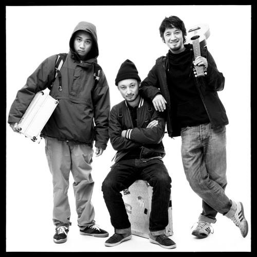 SYMBIZ SOUND feat. ZHI MC - Soundboy Dead