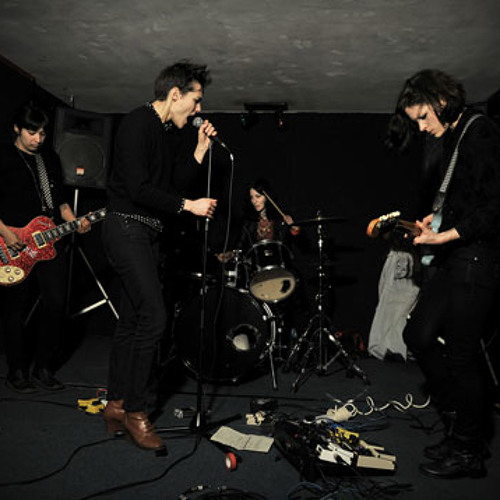Savages - Flying To Berlin (Live on Sound Opinions)