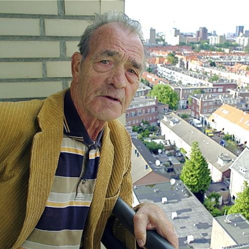Gesprek met Hr. van Rijt over geluiden van woning en de straat op de 11e verdieping