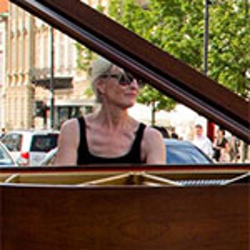 Performance Chat: Pamela Howland