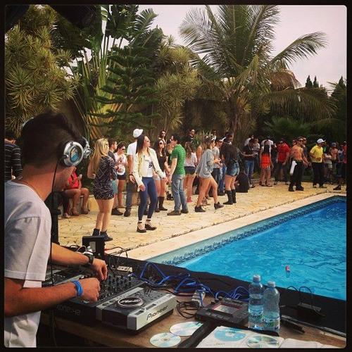 Filipe Pool - Sunday is Day of Techno (Mixtape Outubro/2013)