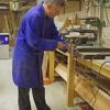Robert in werkplaats Vadercentrum over analoge synthesizer muziek en omgevingsgeluid