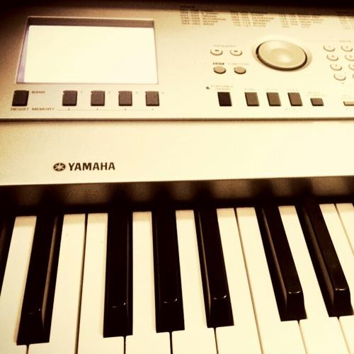 Sunday Morning - Maroon 5 (Bossa Nova Cover) Vocal & Keys by @findaa