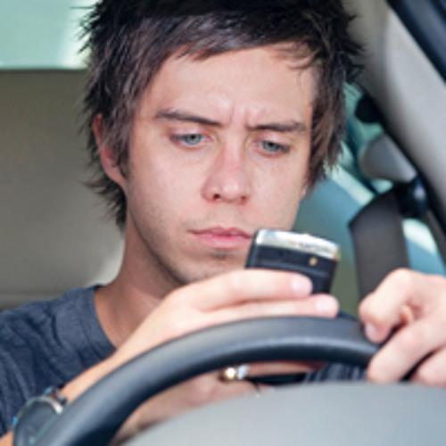 Darf man während dem Autofahren telefonieren?