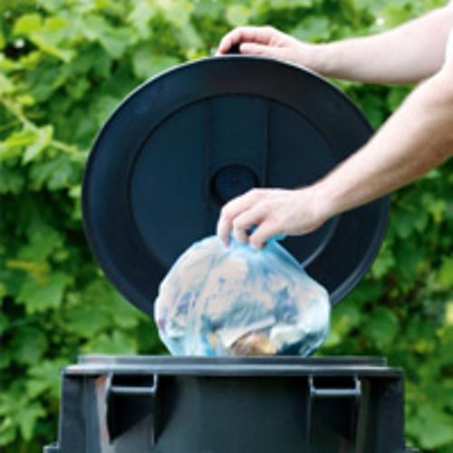 Darf man Abfall in den Müllsack des Nachbarn werfen?