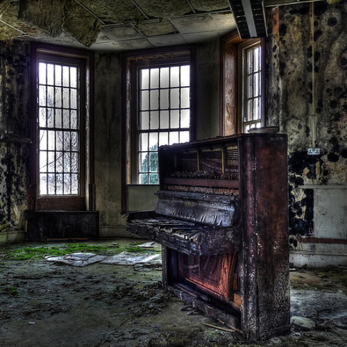 Forgotten Piano (Lolleby for a Traveling man)