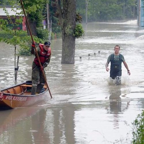 Bürger kämpfen gegen Kraftwerk - Das überschwemmte Kritzendorf und der Schlamm