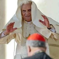 El Papa asustando a un Cura