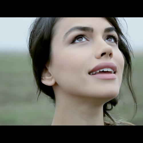 Emmah Toris - Ne Întâmplăm (Official Single )