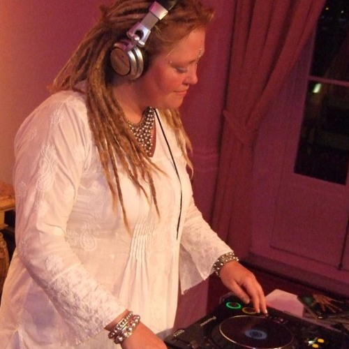 Esther's (dj Polyesta) Ceremony With Ayahuasca Recording Part 1 Floating, Travelling Dec 2013