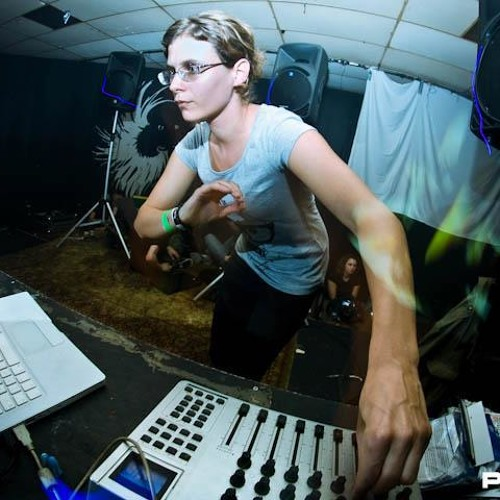 MISS MACKIE (SWISS) EXCLUSIVE GUEST MIX @ DARK ASYLUM ON TOXIC SICKNESS RADIO | 12.12.13