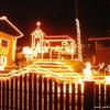 Božične lučke na hiši