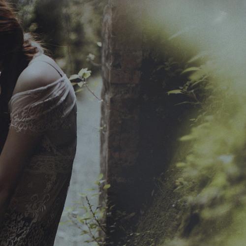 Hior Chronik with Iris Waves - Hiding