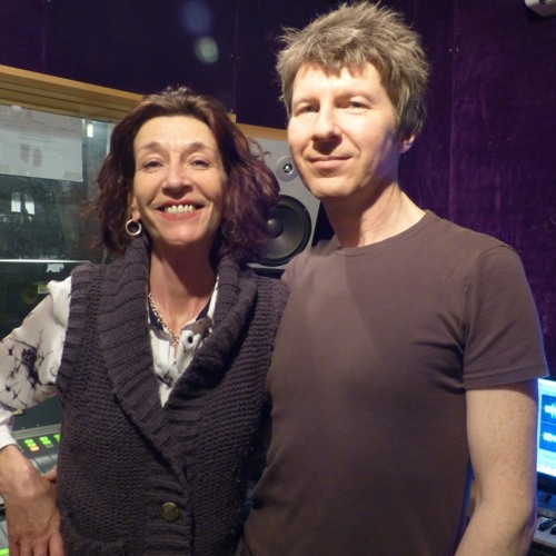 Guest Lesley Woods (AU PAIRS) Chat, song selections & Lesley's first song in 30 years!