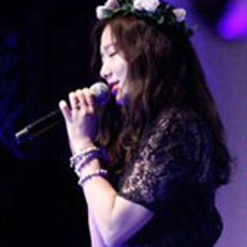 Park Shin Hye singing Pitch Black at Japan afternoon party