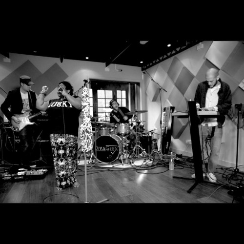 I Can't Go For That (Live Red Bull sessions)