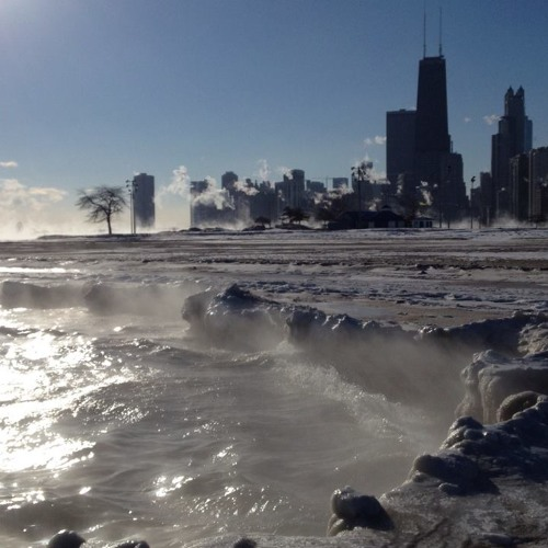Curious Chicagoans ignore cold weather warnings