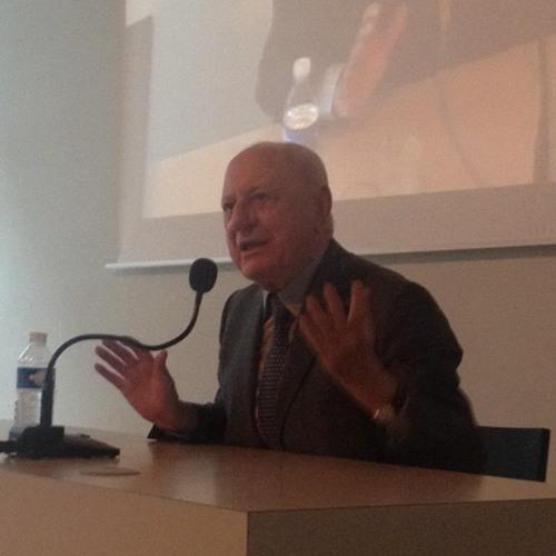 Pierre Bergé parle aux étudiants de l'IFM