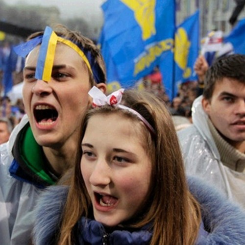 Coup or Revolution? Ukraine Seeks Arrest of Ousted President Following Deadly Street Protests (1/2)
