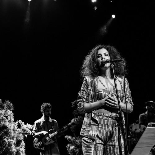 "Céu - ""Catch a Fire"" (Bob Marley & The Wailers) - ""High Tide Or Low Tide"""