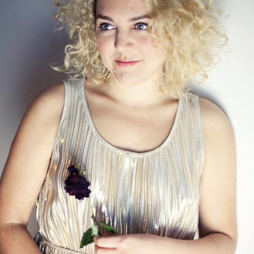 Performerin CAMILA RHODI in Susanns Show