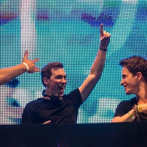 """Dyro, Dannic, & Hardwell playing new single """"Follow You"""" Live at Ultra 2014"""
