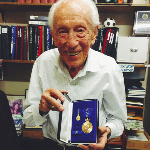 Holocaust survivor inspires youth to respect and remember - READER