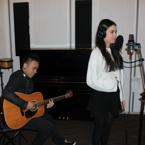 Get It Together (India Arie) performed by Zoe Tauran and accompanied on guitar by Dominggus Pfaff