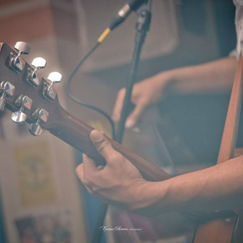 Yanayer Fel2olob 3ayesh ( Acoustic Music Version )