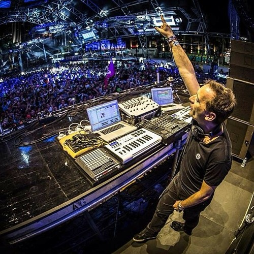 DJ Trendsetter - #Happy (original mix)