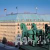 03. Mai 1945: Das Berliner Hotel Adlon geht in Flammen auf