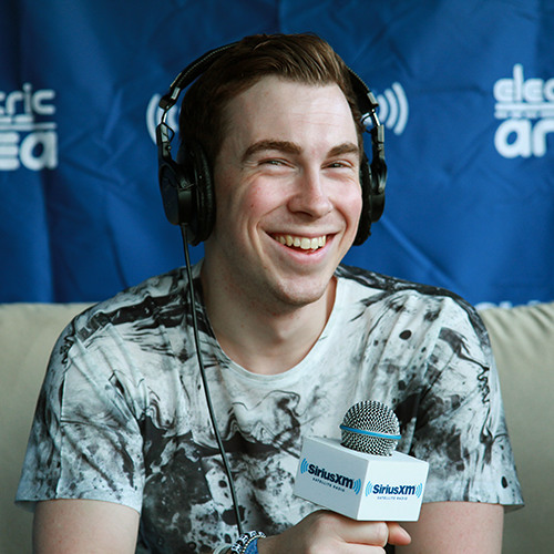 EDC New York 2014: #1 DJ Hardwell goes Skydiving