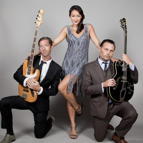 Miss J & the Bandits *LIVE* : 'Teardrops' - Womack & Womack cover @ Maggie Choos BKK