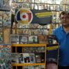 IEPI entrega mochilas y perchas para vendedores regularizados de CD de música y películas originales