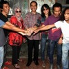 Salam Dua Jari - Slank and Friends (Revolusi Mental)