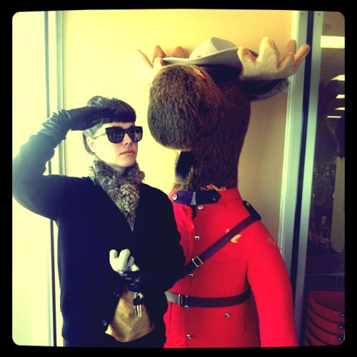 Cauta? i Clect Canadian Woman)