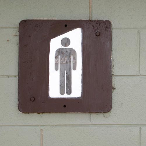 Darf man als Frau auf die Männertoilette gehen?