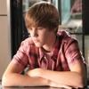 Thomas est le premier à avoir doublé le chanteur Justin Bieber dans la série