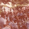 EM 1974, Chico Xavier e outros estudam o Evangelho a sombra de um abacateiro e comentam Paulo