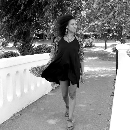 'O Momento' - Charmaine Baines