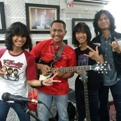T-Koes feat om Bima @SonoraFM covering Diana by Koes Plus (23/09/2014)
