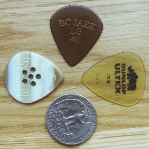 Guitar pick sound test