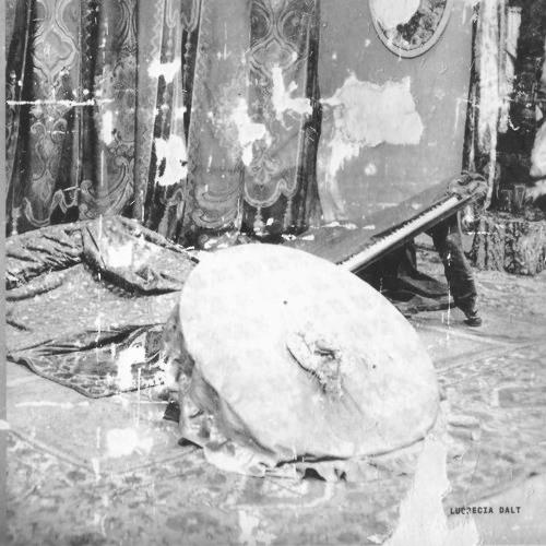 Lucrecia Dalt - Esotro (William Basinski Remix)