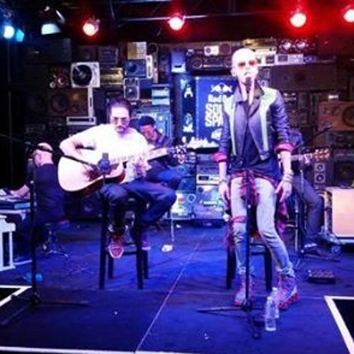 Tokio Hotel - Love Who Loves You Back (Acoustic Live @ KROQ 28.10.14)