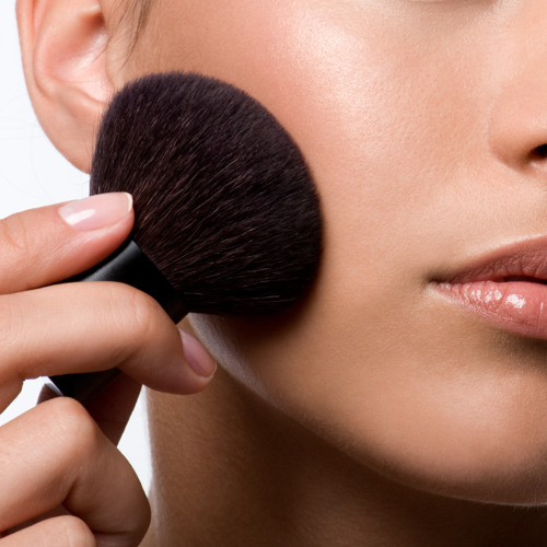 Darf man sich in der Kosmetikabteilung mit Testern schminken?