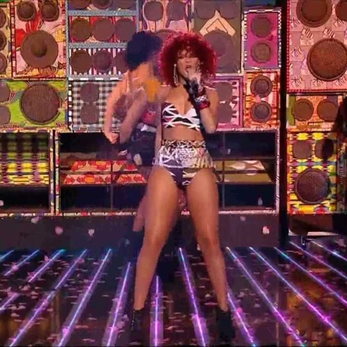 Rihanna - Whats My Name (Live X Factor)