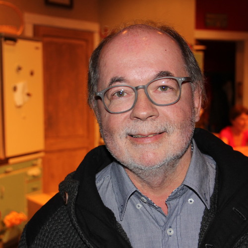 Käsikirjoittaja Pekka Lepikkö toi luomansa tv-hahmot teatterin lavalle
