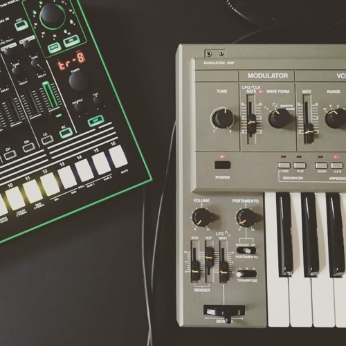 Having fun with my SH101 and a TR8, recorded with a phone…