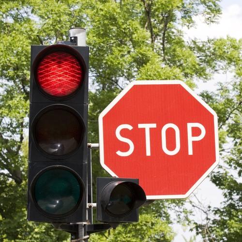 Darf man bei Rot über die Ampel fahren, wenn diese nicht mehr auf Grün schaltet?